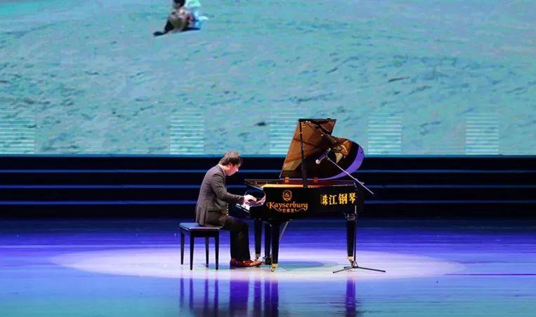 钢琴演奏者在法尔茅斯的罕见独奏音乐会上大放异彩