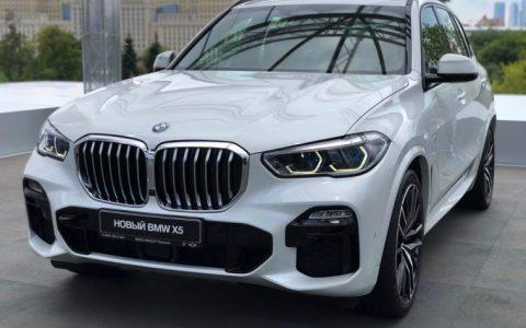 全新BMW X5保证可以转头